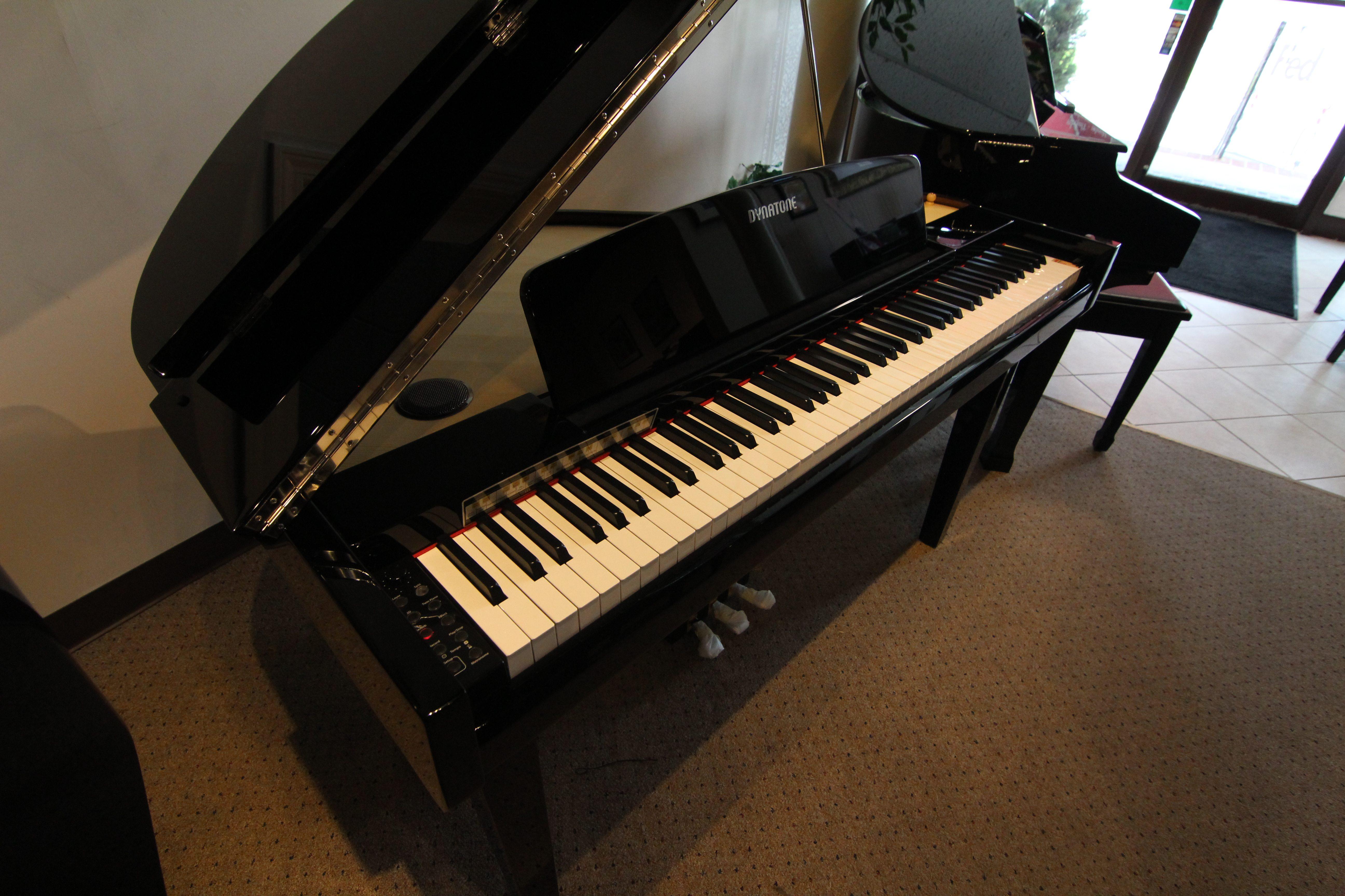 Dynatone SGP-500 Digital Grand Piano